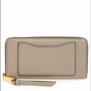 🎈BF🎈MARC JACOBS NWT leather Wallet in mink color